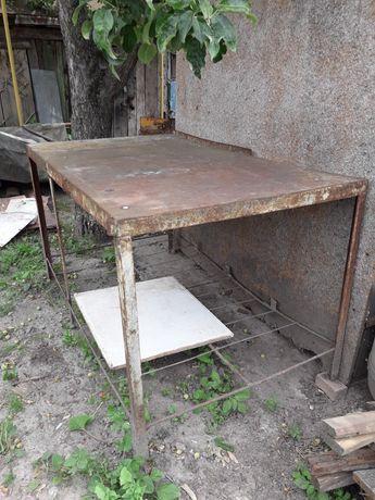 Продам стол металлический