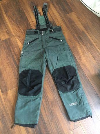 Spodnie na snowboard, narty