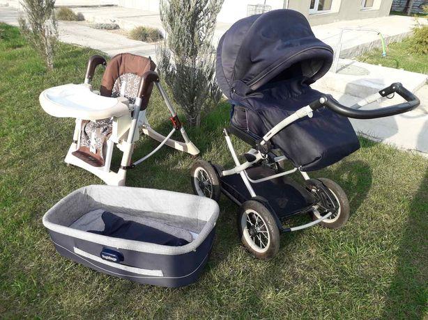 Детская коляска с люлькой и столиком для кормления