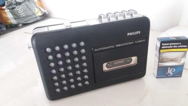 rádio/cassetes muito antigo em bom estado