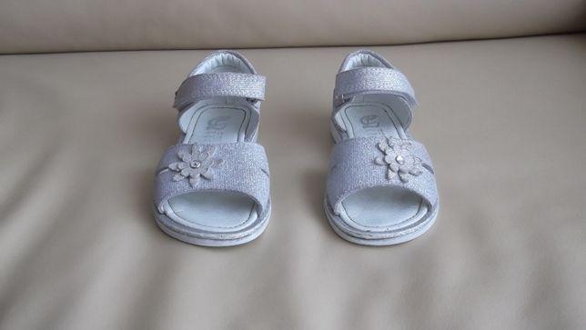 sandálias de menina cor prata