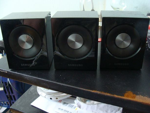 Trzy głośniczki Samsung do kina domowego