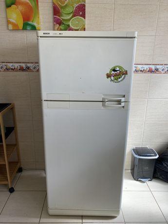 Frigorífico + máquina de lavar roupa + micro-ondas