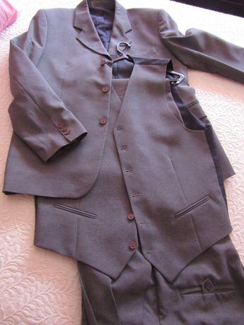Fato de homem cor cinza claro tam.52 calça+colete+ casaco.