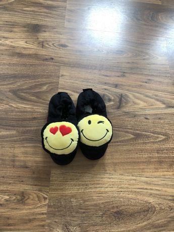 Śliczne kapcie Smiley World