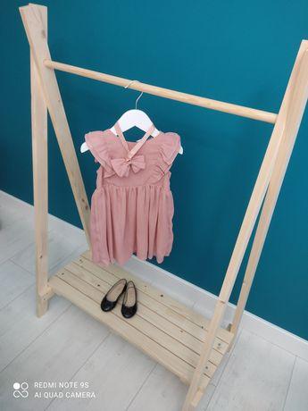 Wieszak stojący na ubranka dla dzieci mini garderoba