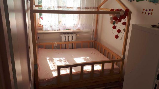 Drewniane łóżeczko domek