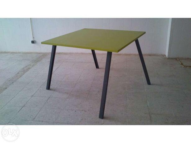 Mesa de cozinha com 1m x 1m