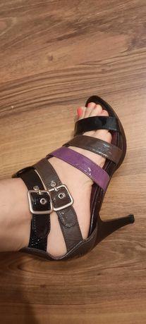 Sandałki na obcasie  36