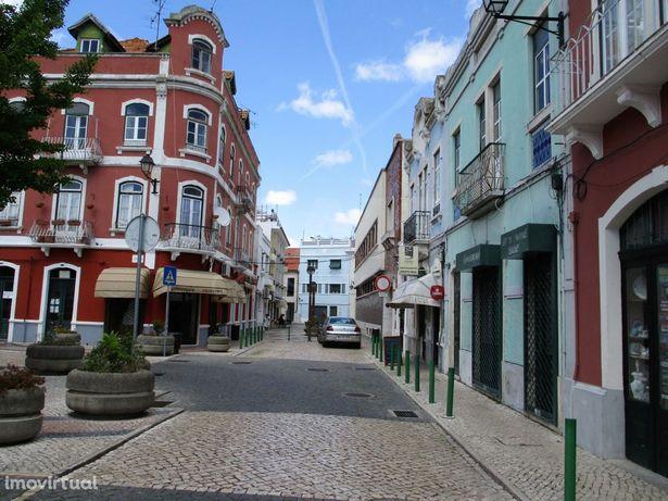 Prédio para remodelar no centro histórico de Vila Franca de Xira