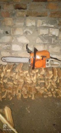 Пиляю дрова.