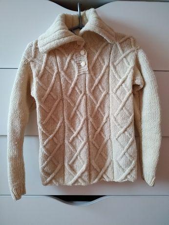Теплый свитер самовязка на девочку с воротником