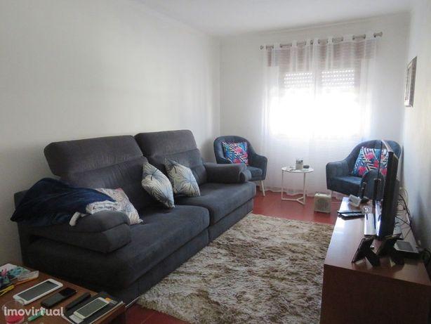 Apartamento T2 r/c no centro de Aljustrel com boas áreas