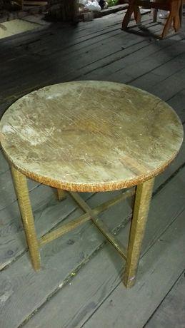Stary okrągły stolik do renowacji