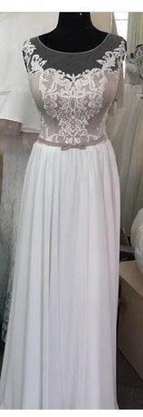 Весільна сукня на дівчину розміру S