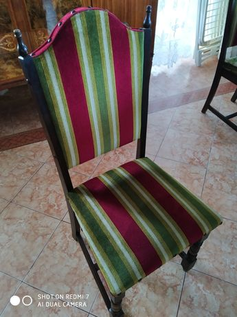 Krzesła drewno i material