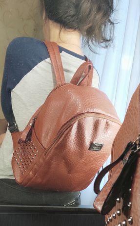 Очень классный и вместительный рюкзак под кожу!