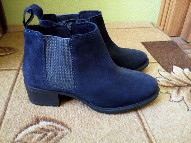 Zamszowe buty jesienno/zimowe.