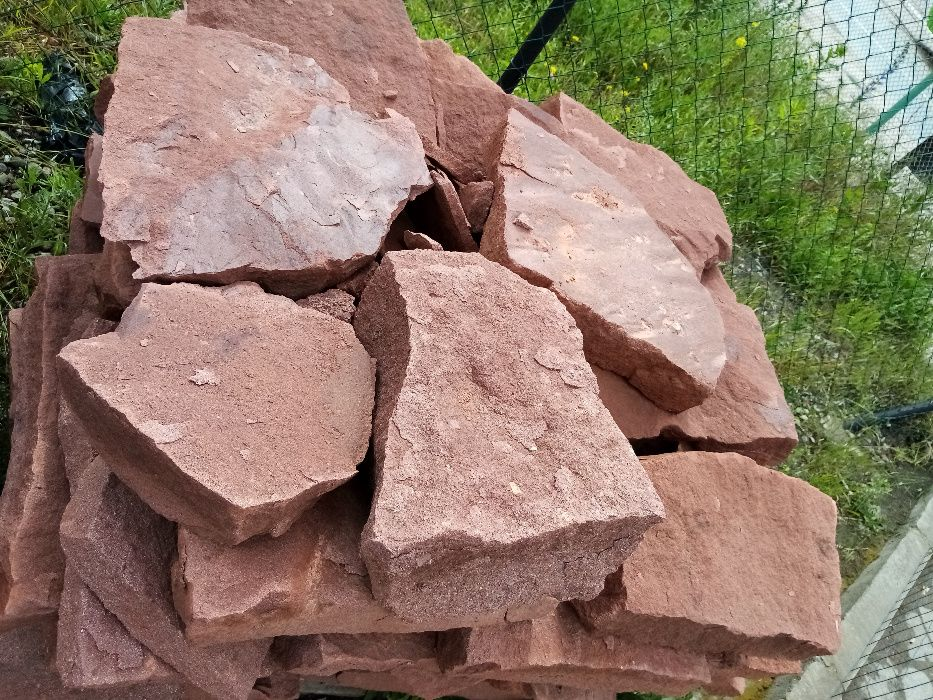Kamień łupany z piaskowca czerwonego – trwałe ścieżki w twoim ogrodzie Szczecin - image 1