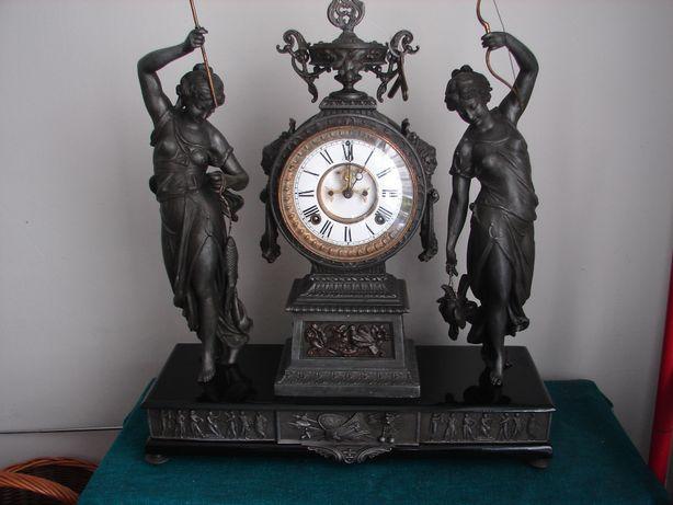 Stary piękny zegar kominkowy