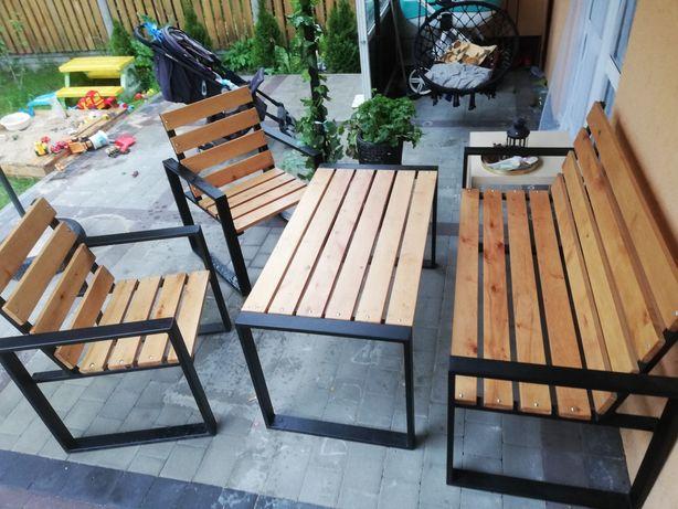 Meble ogrodowe metalowo-drewniane.