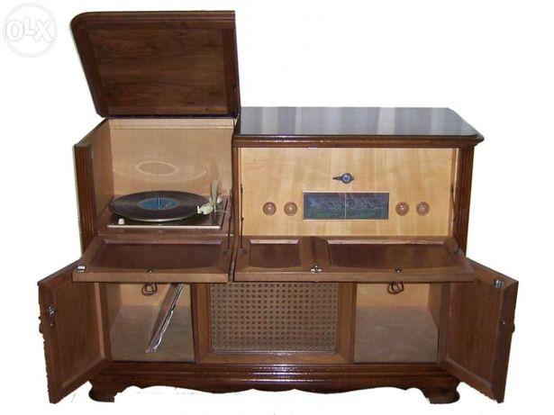 Móvel Rádio e Gira-Discos Deso