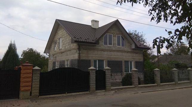 Продам будинок м. Самбір  район мебельної