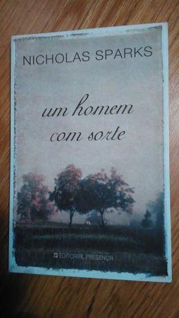 """Livro """"Um Homem com Sorte"""" de Nicholas Sparks"""