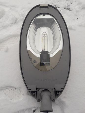 Lampa uliczna oświetlenie drogowe
