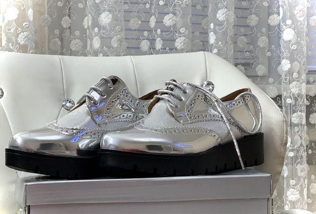 Трендове жіноче взуття, стильні оксфорди