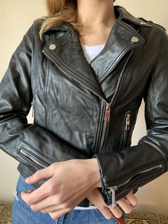 Продам кожанную куртку Reserved