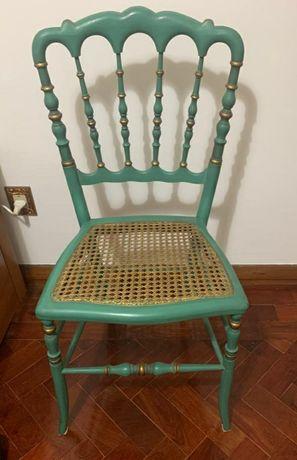 Cadeira de madeira com palhinha
