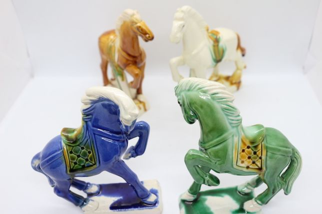 4 Cavalos Porcelana Chinesa Antiga Dinastia Tang 3 cores anos 70