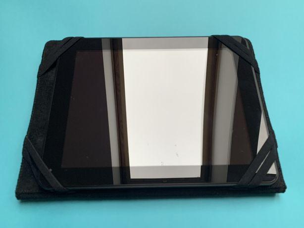 Tablet Adax 9.7 z czarnym etui