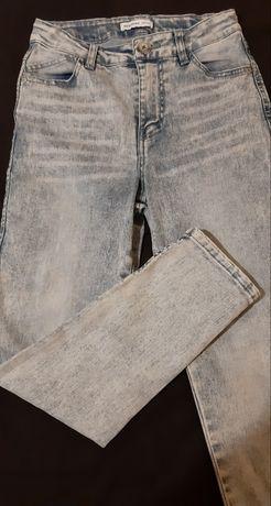 Sprzedam spodnie  jeansy  firmy Reserved roz.134 z wysokim stanem