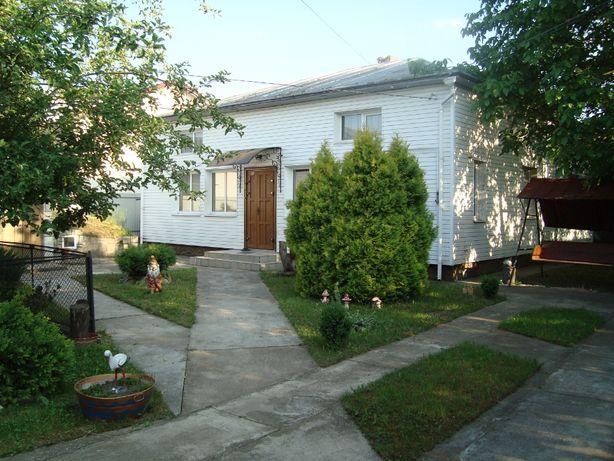 Продається будинок в м. Тисмениця площею 242 м2, на ділянці 10 соток.