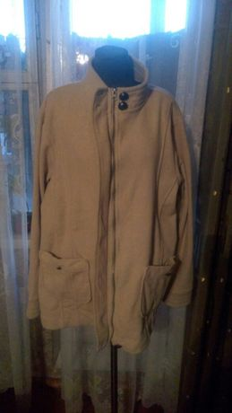 Чудесная курточка-толстовка ! Размер 60-64 !