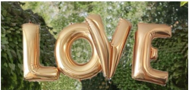 Balony napis LOVE XXL 100 cm plus serca