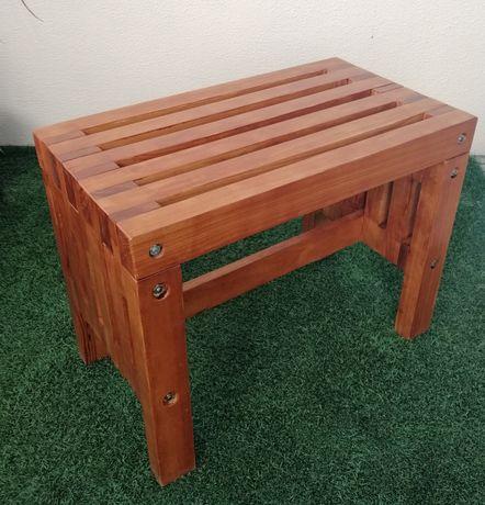 Banco de madeira de pinho