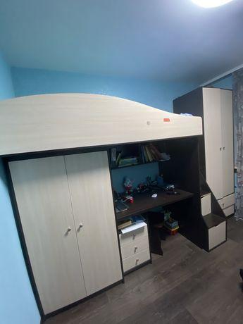 Стенка в детскую комнату (2 шкафа, стол, кровать)