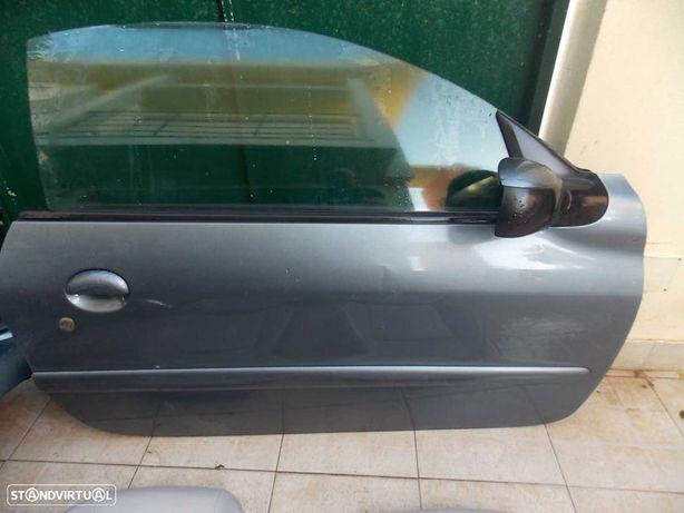 peugeot 206 cc de 2005 porta direita completa sem quartela e espelho.