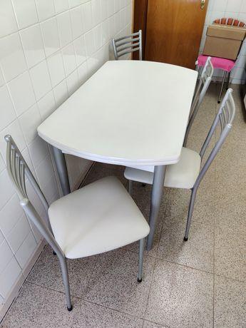 Mesa Cozinha Branca c/ Gaveta p/ Talheres e c/ Abas + 4 Cadeiras