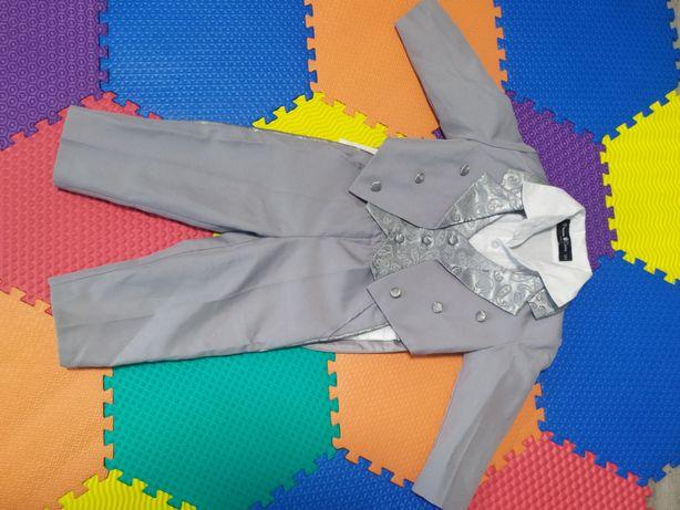 Нарядный костюм четвёрка состояние нового размер по бирке 12 мес