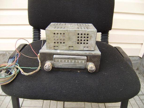 Старинный ламповый с преобразователем автомобильный радиоприемник