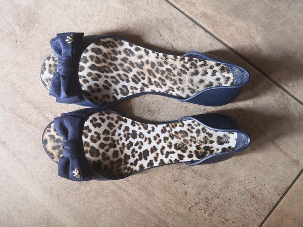 Sandałki gumowe 38