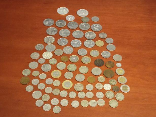 Vendo uma panóplia de moedas antigas para colecionadores várias datas