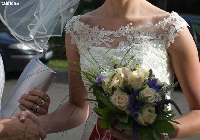 Delikatna i elegancka suknia ślubna