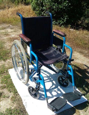 Cadeira de Rodas Usada em Bom Estado