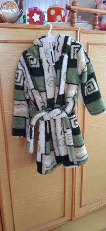 Продам тёплый халатик для девочки