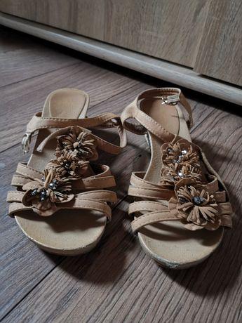 Buty sandały na małej koturnie